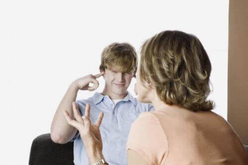 """5 signes de révolte à l""""adolescence : quelles solutions ?"""