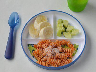 Une alimentation saine et complète est importante lors du dixième mois de vie du bébé.