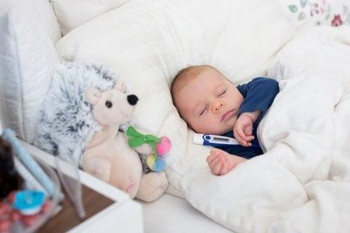 Astuces pour baisser la fièvre des bébés
