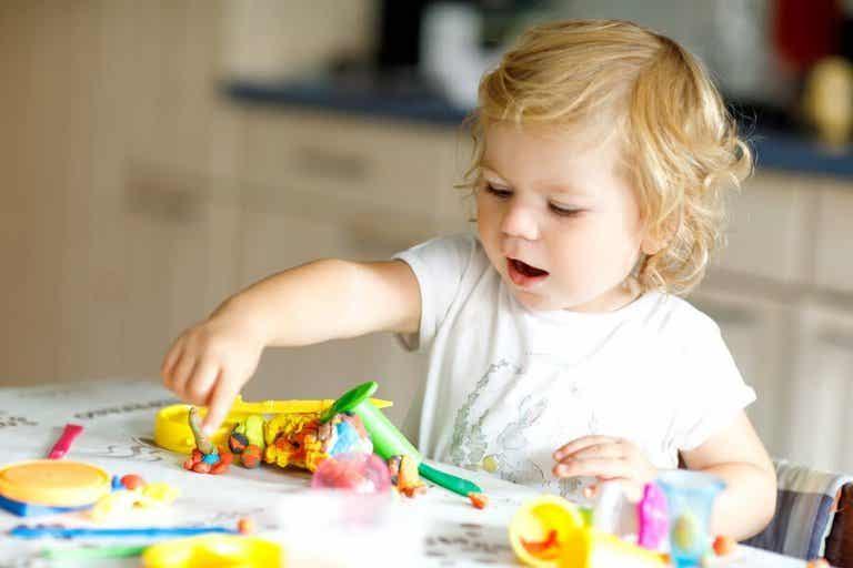 8 jeux pour enfants de 2 ans pour développer leurs compétences