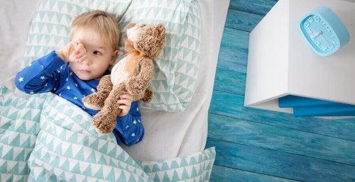 Mon enfant ne veut pas dormir seul, que faire?