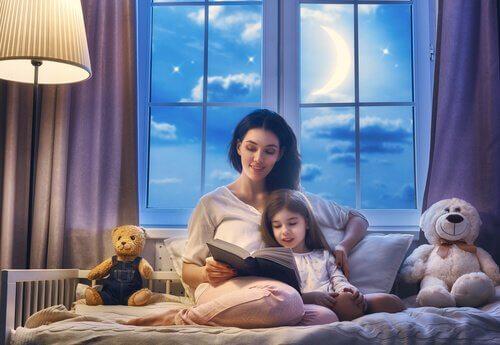 L'histoire du soir est un rituel très important qui marque la fin de la journée.