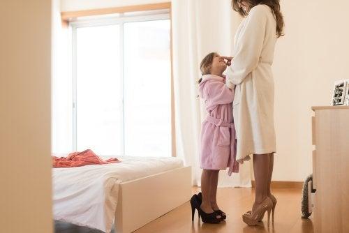 Les enfants copient tout ce qu'ils voient et entendent de leurs parents donc le meilleur exemple pour les enfants se trouve à la maison.