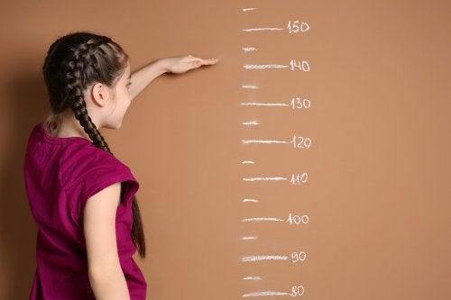 En tant que parents, il est important de savoir jusqu'à quel âge les filles grandissent.