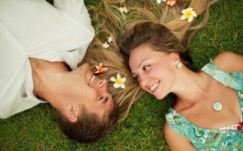Le mariage est bon pour la santé des couples et permet de réduire le risque de développer une maladie cardiovasculaire.