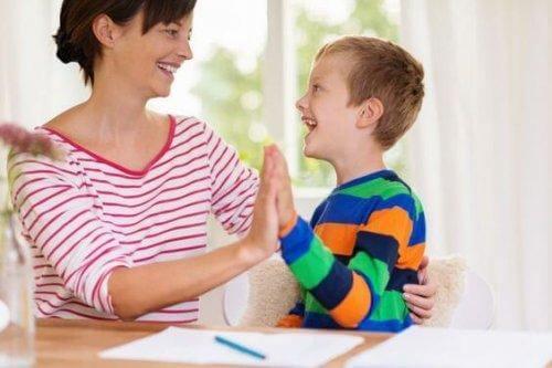 En tant que parent, vous êtes les seuls à savoir ce qui est bon pour votre enfant et personne ne doit vous dire comment éduquer votre enfant.