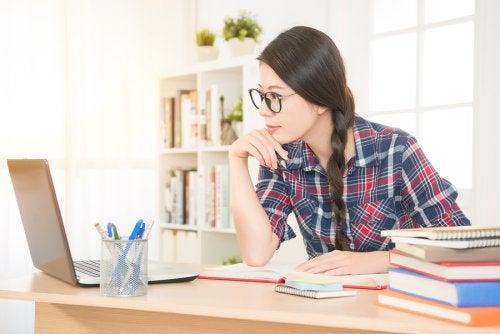 Être mère et étudier en même temps apporte tôt ou tard des récompenses et des satisfactions personnelles.