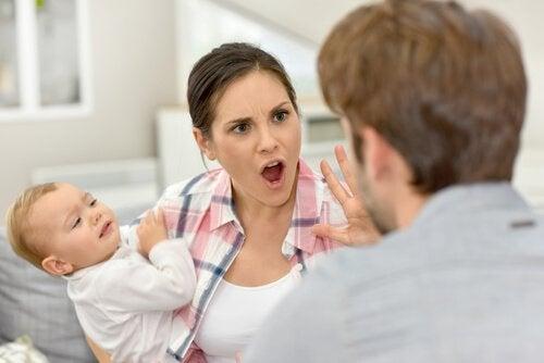 la maternité est un défi pour le couple