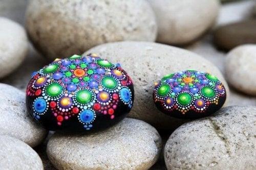 La décoration des pierres : une manière simple de faire des travaux manuels