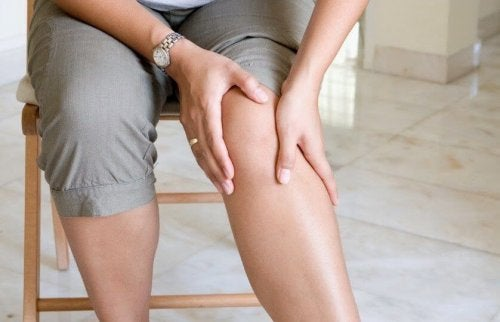 Le syndrome des jambes sans repos peut être un déclencheur des fourmillements.