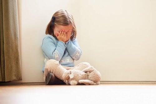 une enfant dépassée par ses émotions
