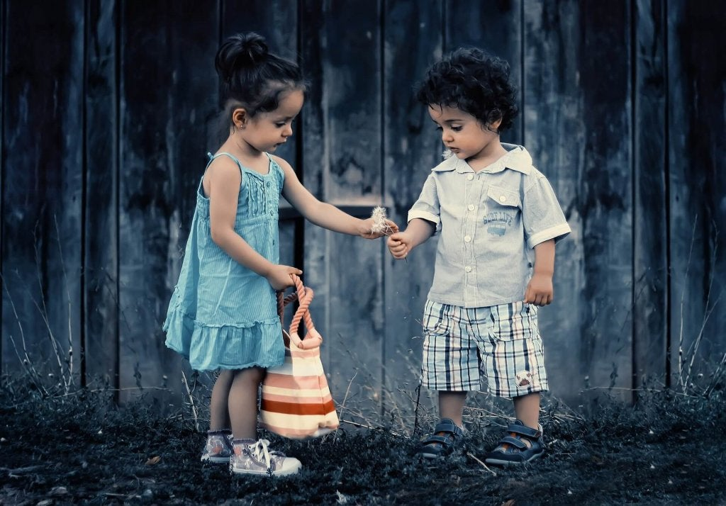 7 manières d'encourager la gentillesse chez l'enfant