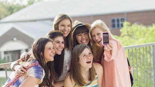 Dangers des réseaux sociaux à l'adolescence