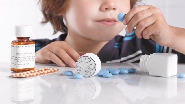 L'automédication chez les enfants peut entraîner une intoxication voire plus grave un décès.
