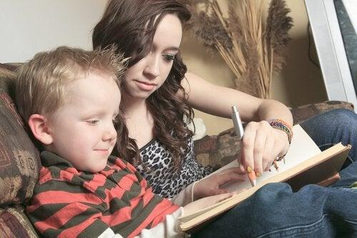 l'entretien d'une baby-sitter