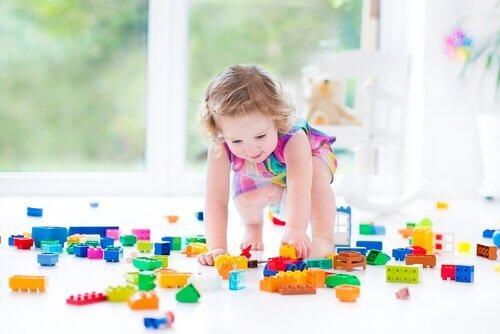 Les legos ont les jeux de construction font partie des cadeaux pour enfants qu'ils utilisent longtemps.