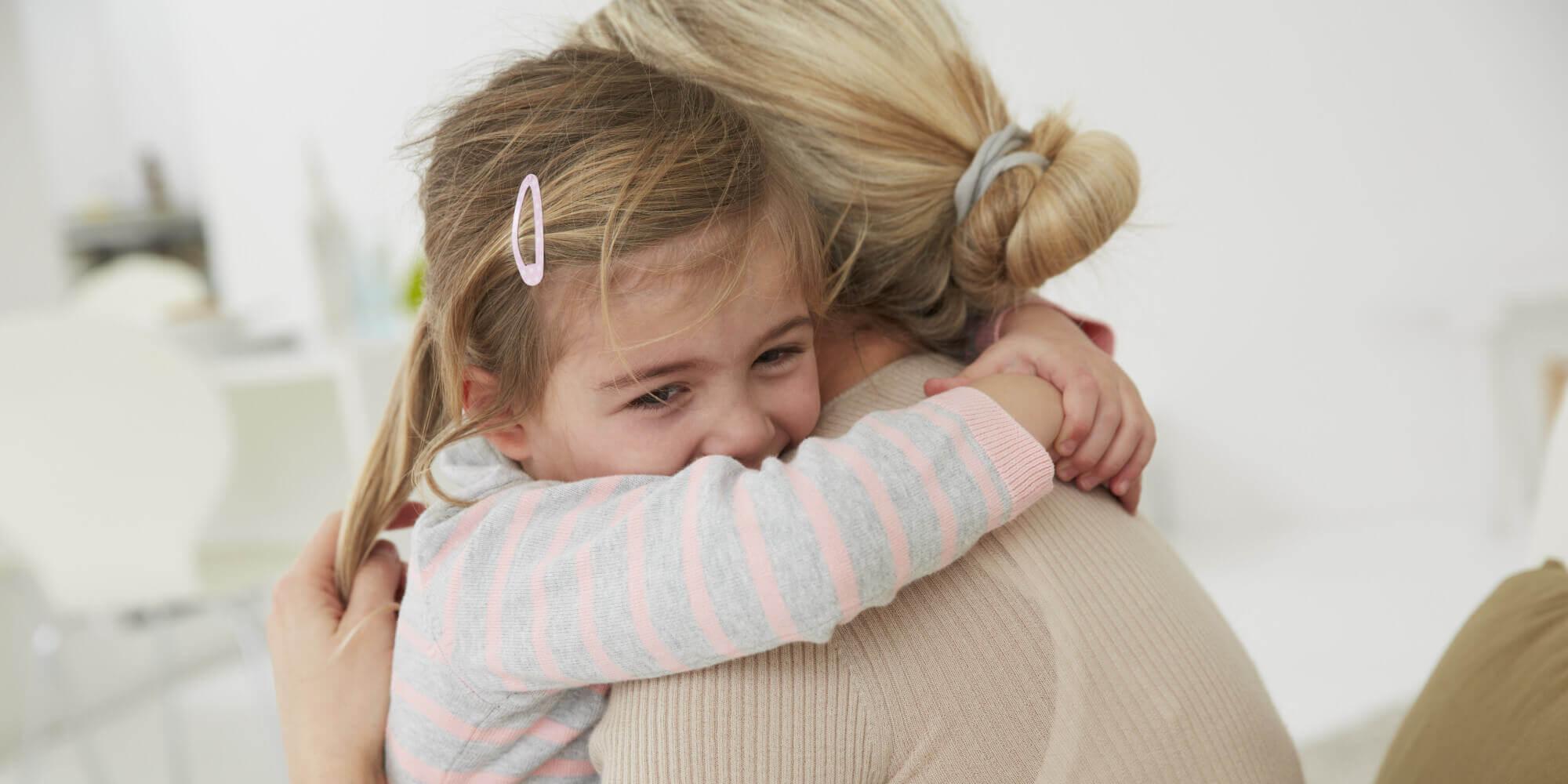 Les peurs des enfants doivent être abordées avec amour et patience.