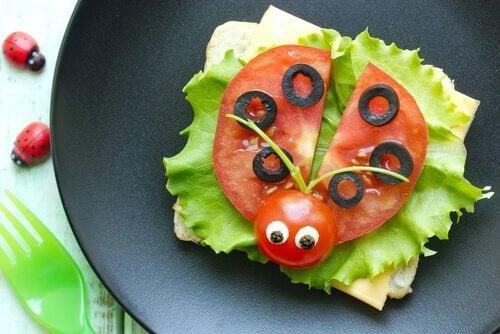La présentation des recettes de légumes pour enfants aide à ce qu'ils les acceptent ou non.