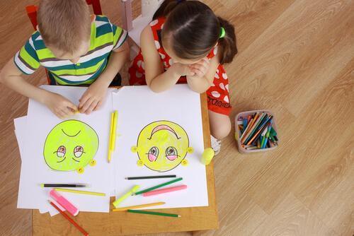 Des enfants travaillent les émotions