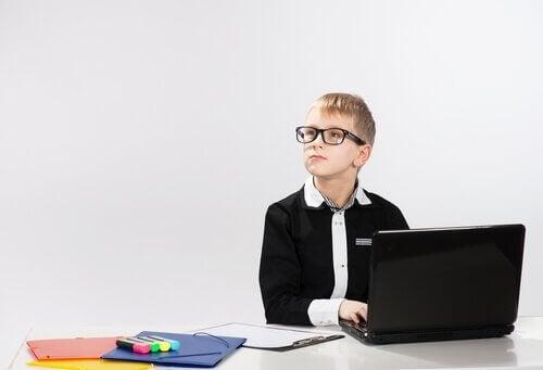 Le cerveau des enfants surdoués est plus malléable et peut s'adapter beaucoup plus facilement.