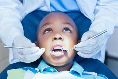 Peur du dentiste chez les enfants : comment les aider ?
