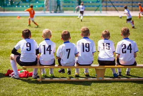 Sports pour enfants qui contribuent au travail en équipe