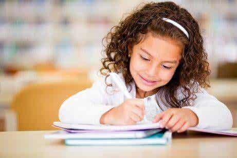 7 manières de développer l'écriture créative chez les enfants