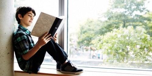 Lire des histoires qui parle des peurs aide les enfants à s'identifier au personnage et à surmonter leurs peurs irrationnelles.