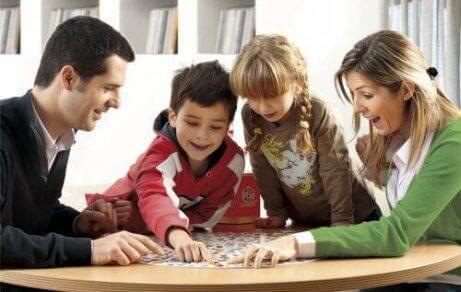 Jeux de société pour enfants : types et bénéfices