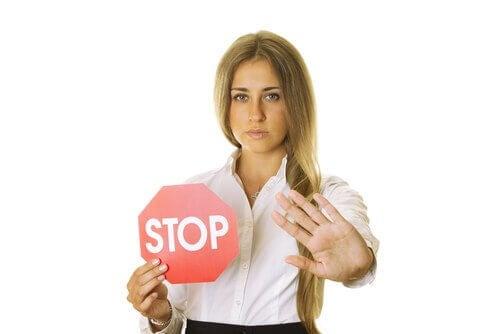 La fermeté et la capacité de dire non sont indispensable dans toutes les relations et dans l'éducation des enfants.