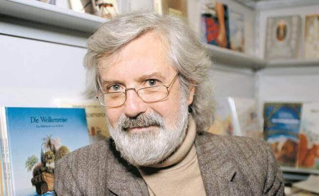 Michael Ende est l'auteur du livre Momo à travers qui il transmet des valeurs essentielles et des critiques sur la société actuelle.