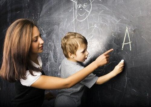 Il existe plusieurs méthodes d'alphabétisation qui servent à l'apprentissage de la lecture et de l'écriture.