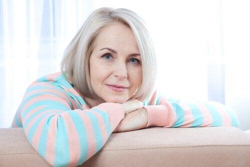 Une femme ménopausée sereine