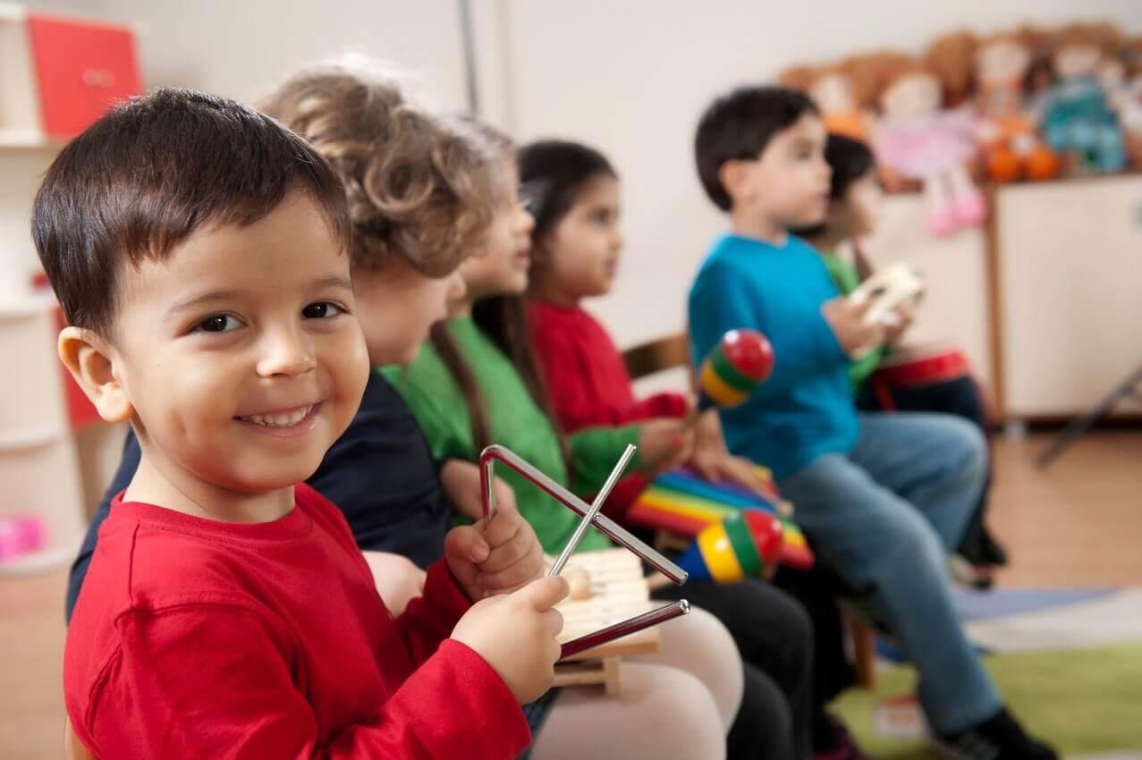 L'aérobie pour les enfants génère de la confiance en soi grâce à l'intégration sociale qu'elle permet.