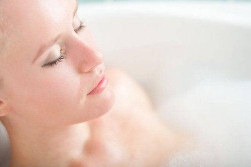 exercices de relaxation dans le bain