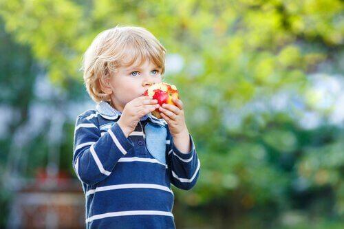 Les excuses des enfants pour ne pas manger sont diverses et souvent liées à la croissance.