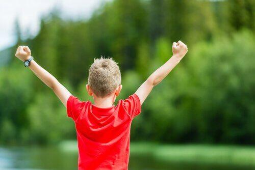 Un enfant après une victoire
