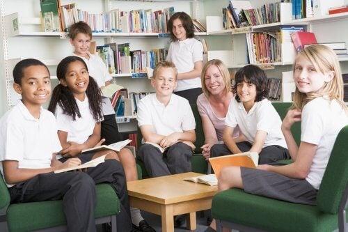 L'uniforme scolaire évite les inégalités vestimentaires et les moqueries des élèves sur leur apparence.