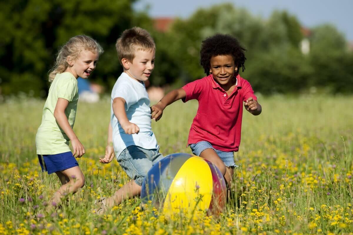 Respecter les différences aide les enfants à avoir une meilleure estime et confiance en soi.
