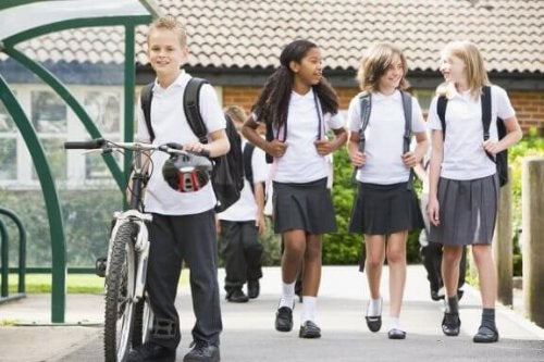 Avantages et inconvénients de l'uniforme scolaire