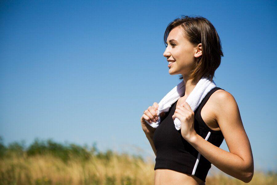 Reprendre petit à petit le sport pendant la période post-partum est conseillé pour se remettre en forme.