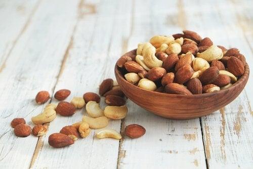 Les fruits secs font partie des aliments qui contiennent de l'acide folique.