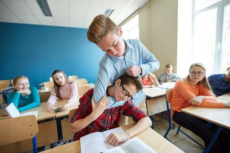 Que faire si votre enfant frappe les autres à l'école  ?