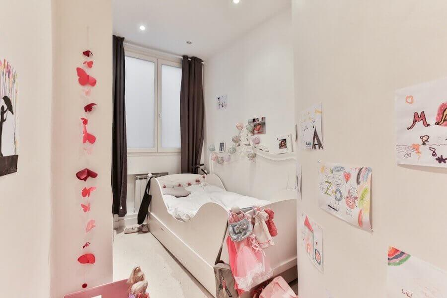 Le but principal de décorer le bureau des enfants est de créer un espace stimulant et paisible pour travailler.