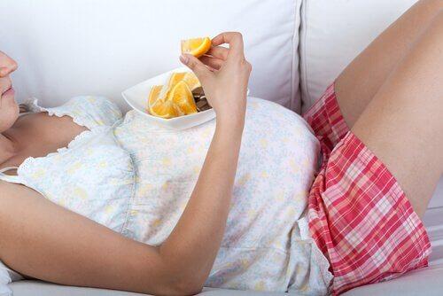 Il est important de manger sainement pendant le troisième trimestre de grossesse.