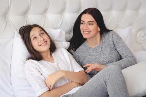 Comment parler de la menstruation avec votre fille ?