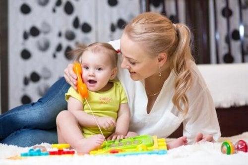 Comment stimuler un bébé pour qu'il commence à parler ?