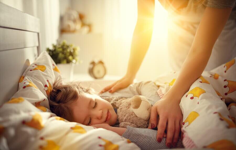 Que faire si mon enfant ne veut pas aller à l'école? Peut-être qu'il a des problèmes de sommeil.