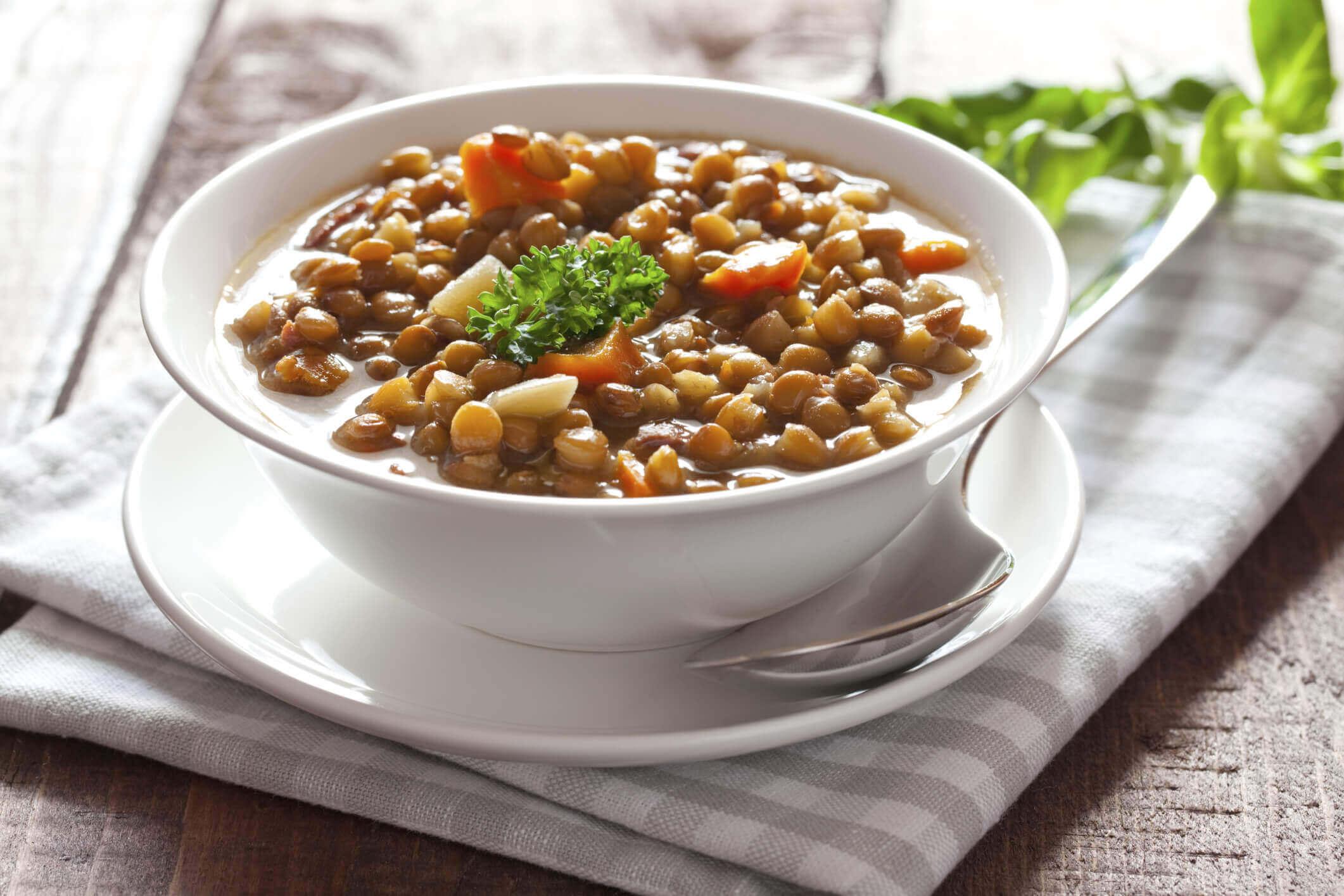 Les lentilles et les haricots font partie des aliments qui contiennent de l'acide folique.