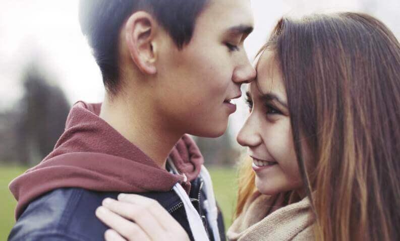 premier amour à l'adolescence